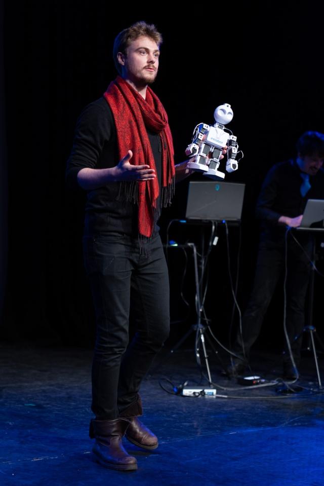 Improbotics @ Voila Europe Festival 2019 Photo credits: Mark Hambelton