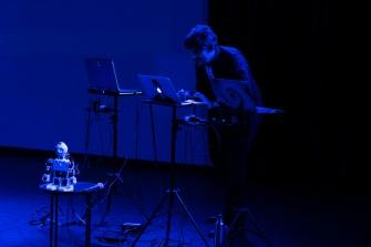 Piotr Mirowski at Improbotics Rosetta Code at Voilà Europe Festival, November 2019. Photo credits: Mark Hambelton